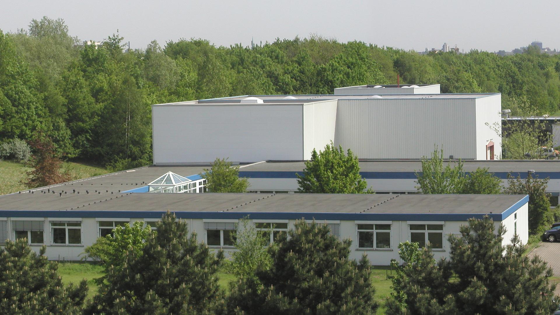 Vogelperspektive auf das ehemalige Lehrstuhlgebäude des FLW mit seiner angrenzenden Versuchshalle
