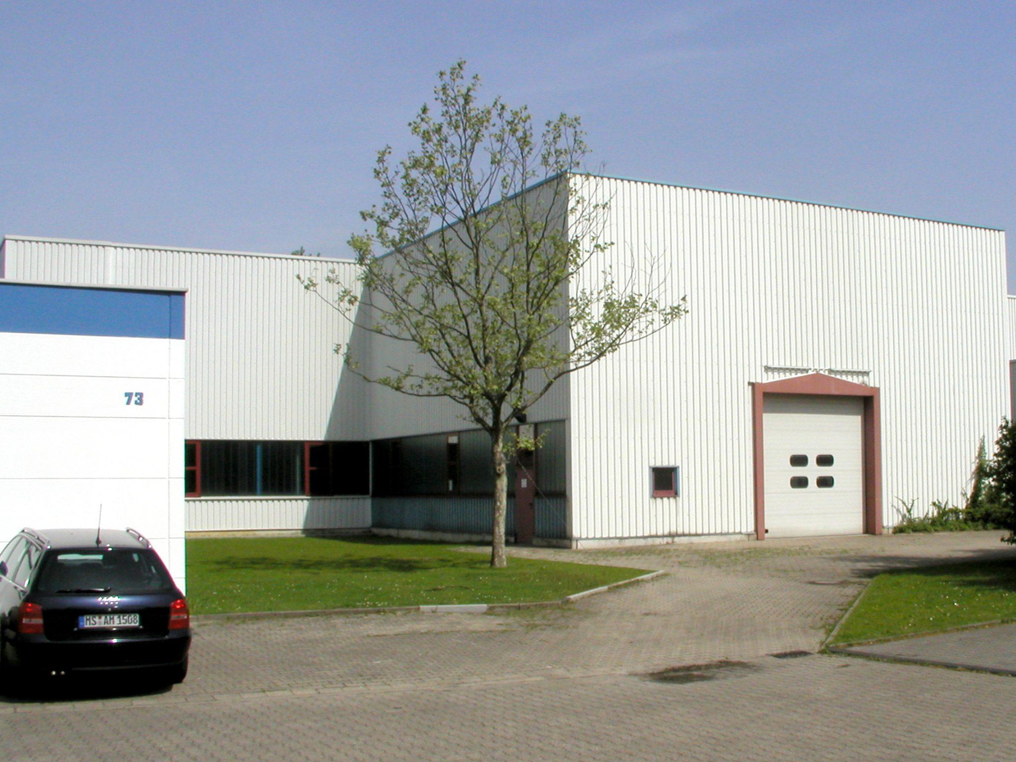 Versuchshalle mit seitlicher Erweiterung zum FLW-Bürogebäude