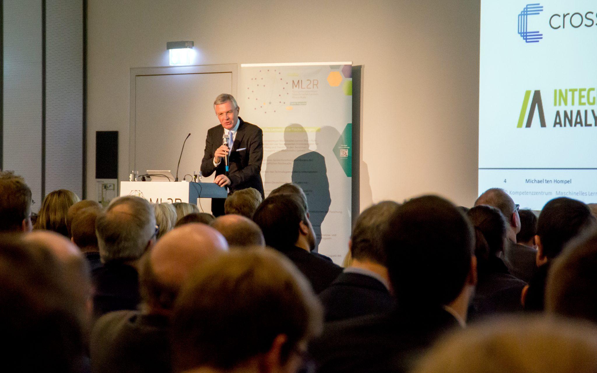 Beiträge und Diskussionsvorlagen für die anstehenden Herausforderungen des Kompetenzzentrums ML2R im Podium