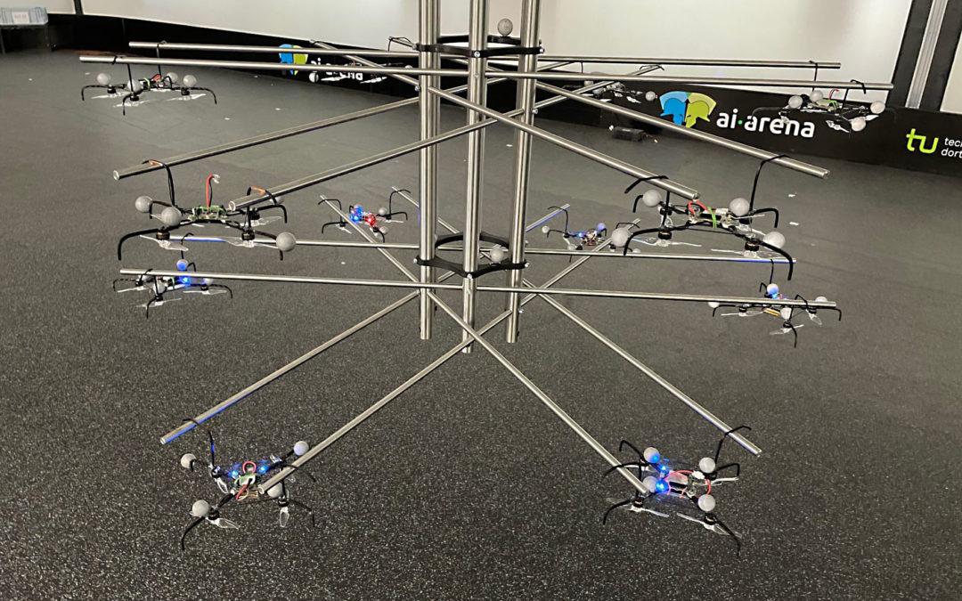 Neu entwickelte Drohnenladestation ermöglicht Dauerbetrieb eines Drohnenschwarms